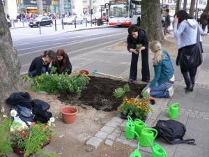 Guerrilla-Gardeners-in-Action
